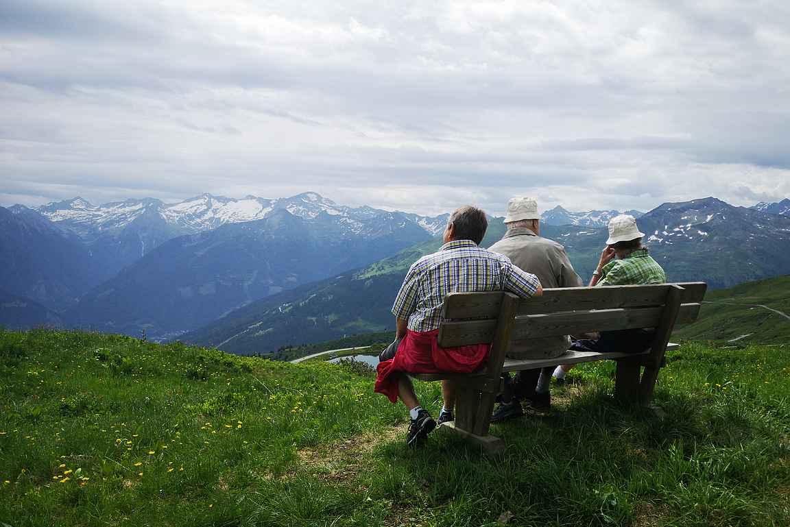 Itävallassa retkeily on kaikkien harrastus vauvasta vaariin.