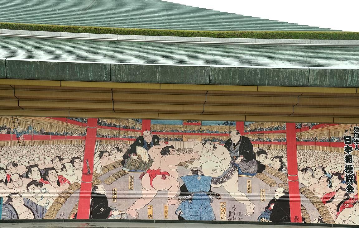 Kokugikan on kolmen suuren sumoturnauksen näyttämö.