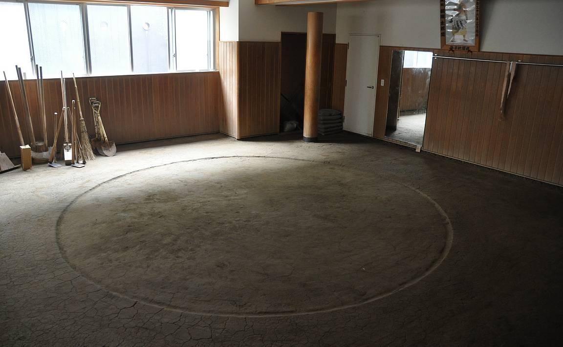 Ryogokun alueella on paljon sumotalleja treenisaleineen.