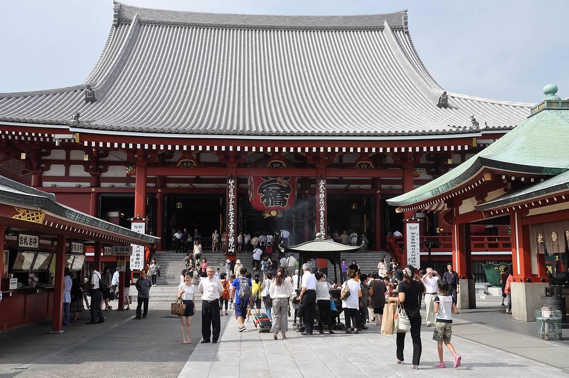 Senso-Ji temppeli on Asakusan tunnetuin nähtävyys.
