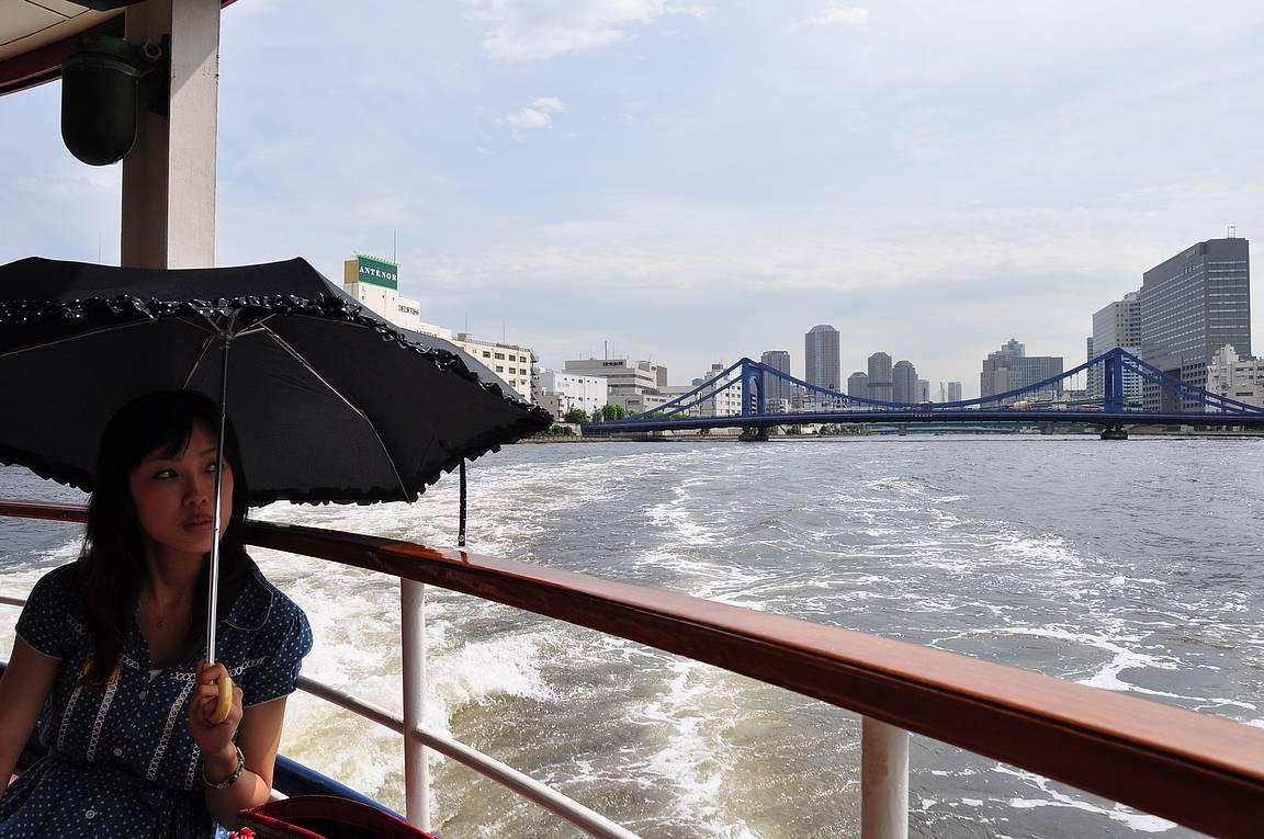 Sumida-joen risteily on helppo yhdistää siirtymisellä Asakusan ja Sumidan kaupunginosiin.