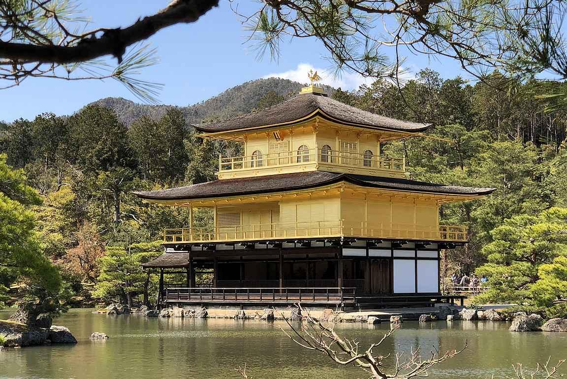 Kultainen paviljonki on eittämättä Kioton tunnetuin ja kuvatuin temppeli.
