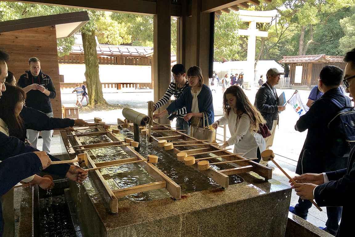 Temppelit ovat tärkeä paikka tokiolaisille rauhoittumiseen...