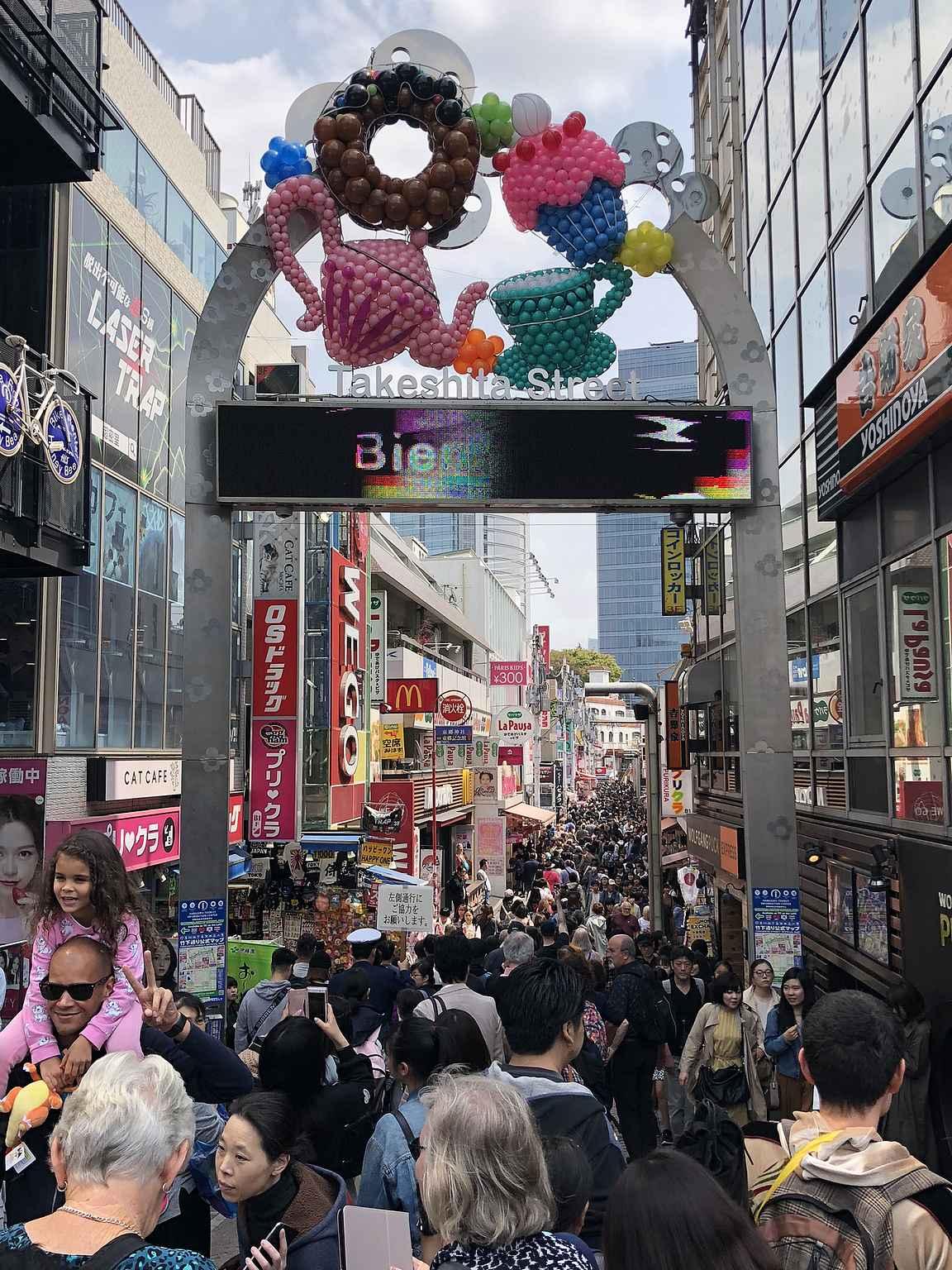 Takeshita Dori on suosittu nuorison ja turistien keskuudessa.
