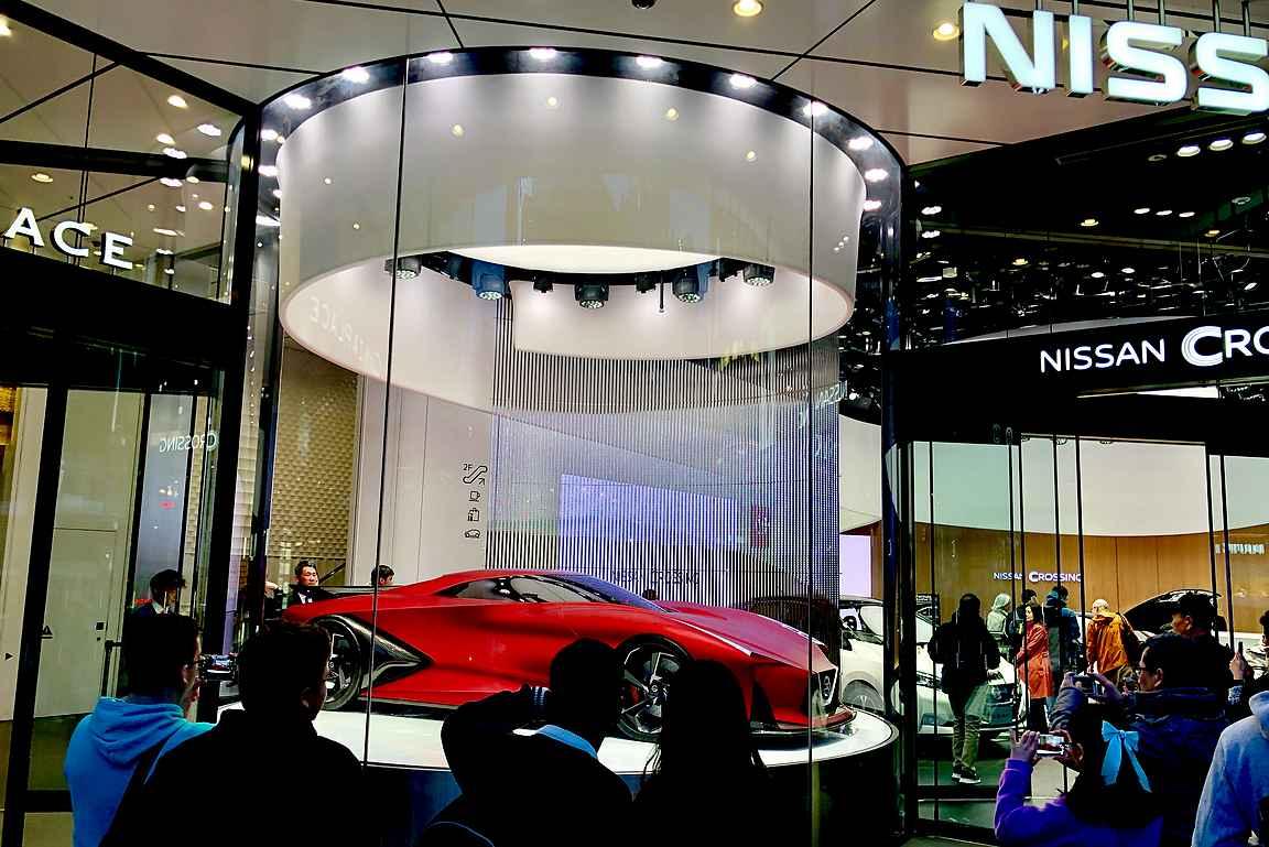 Nissanin on näkyvästi esillä Ginzan ostosparatiisissa.