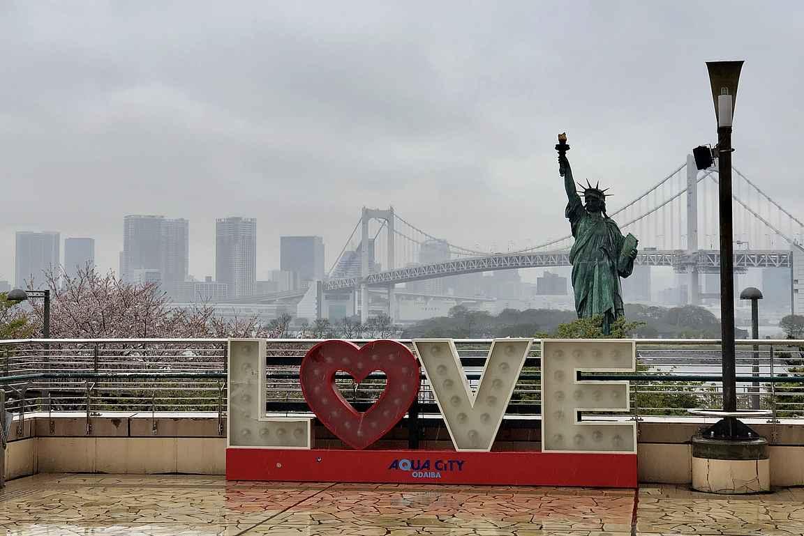Aqua Cityn edustalta voit nähdä samalla kertaa Vapaudenpatsaan, Brooklyn Bridgen ja Eiffel-tornin.