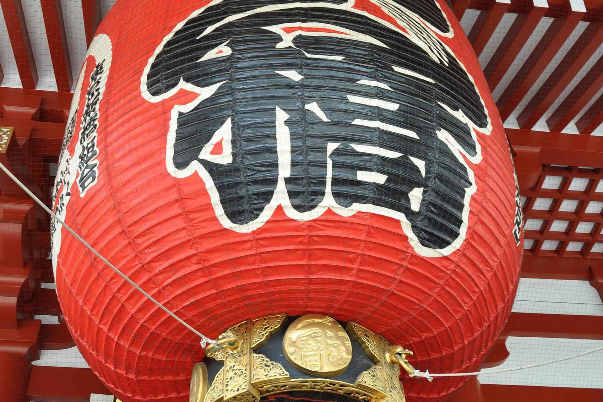 Senso-Ji temppeli on täynnä mielenkiintoisia yksityiskohtia tutkittavaksi.