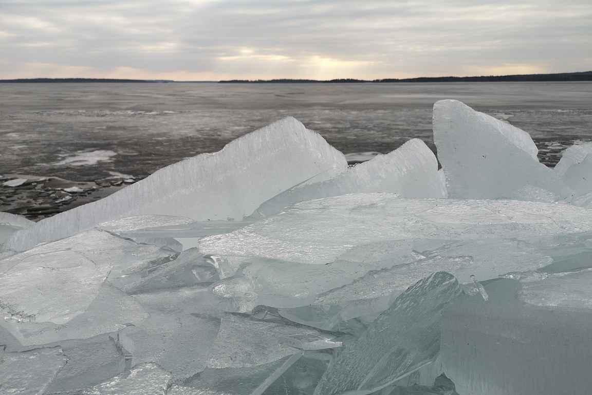 Längelmäveden rantaviivan jääröykkiöissä riitti ihmeteltävää.