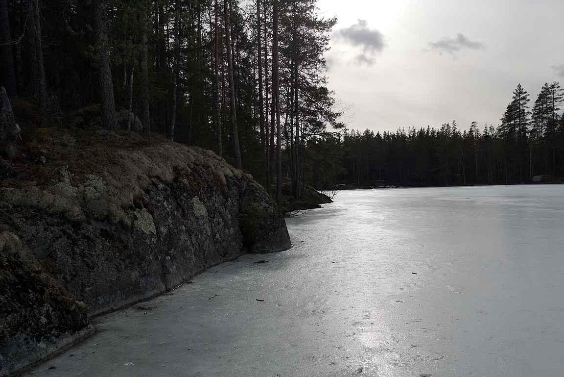 Osa pahimmista kiipeilyjaksoista oikaistiin nuorimmaisen kanssa peilikirkasta jäätä pitkin.