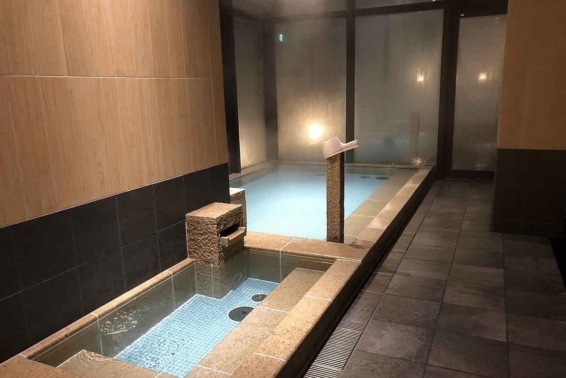 Majoittautuminen kylpylähotelliin on myös varteenotettava vaihtoehto Tokiossa.