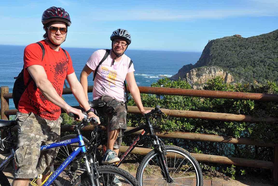 Tarkoitus oli pyöräillä Etelämantereelle saakka, mutta tie loppui Knysna Headsiin.