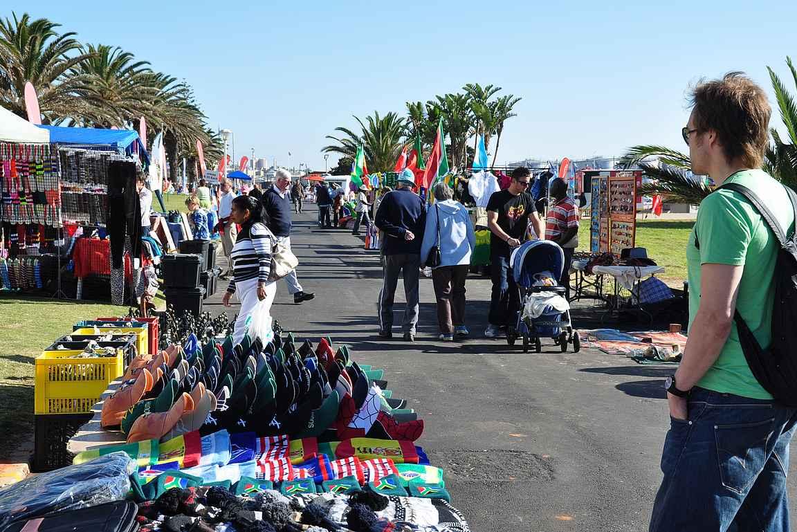 Port Elizabethin rantabulevardin täytti kisakauppiaat.