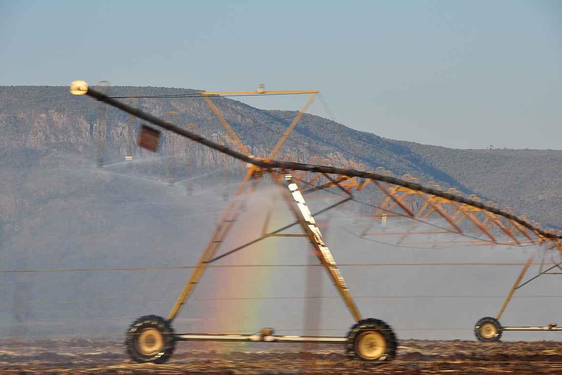 Swazimaassa tien varsilla näkyi isoja maatalouskoneita.