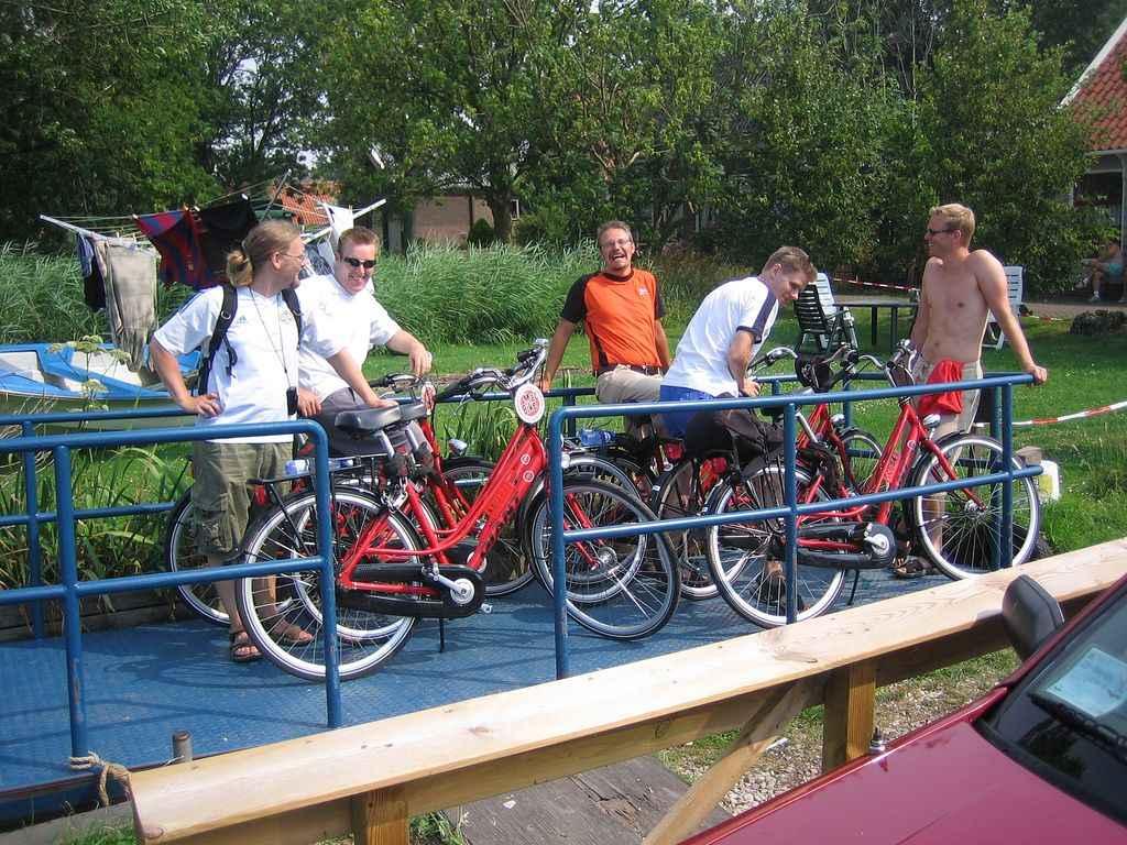Amsterdamissa pyöräretkellä paikallislautassa vuonna 2006.