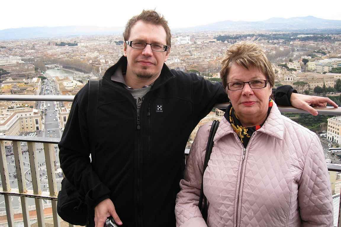 Pietarinkirkon katolla äidin kanssa vuonna 2009.