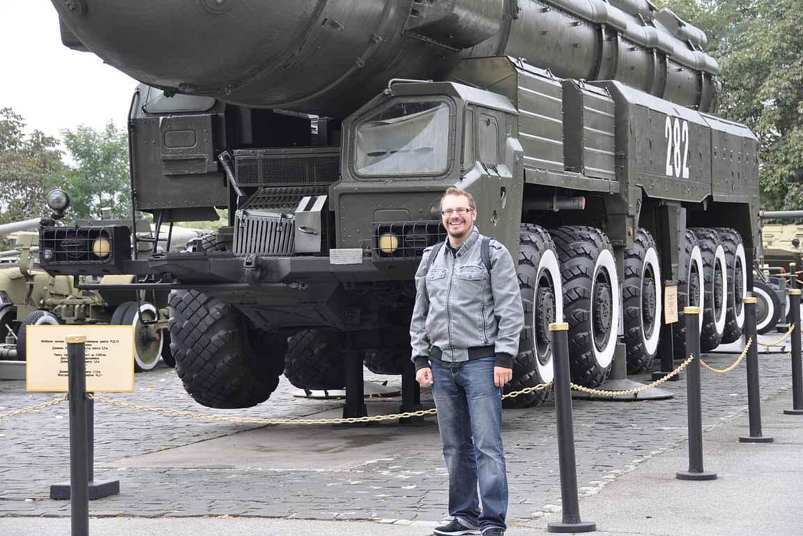 Ukrainan sotakaluston historiaan tutustumassa 2012.