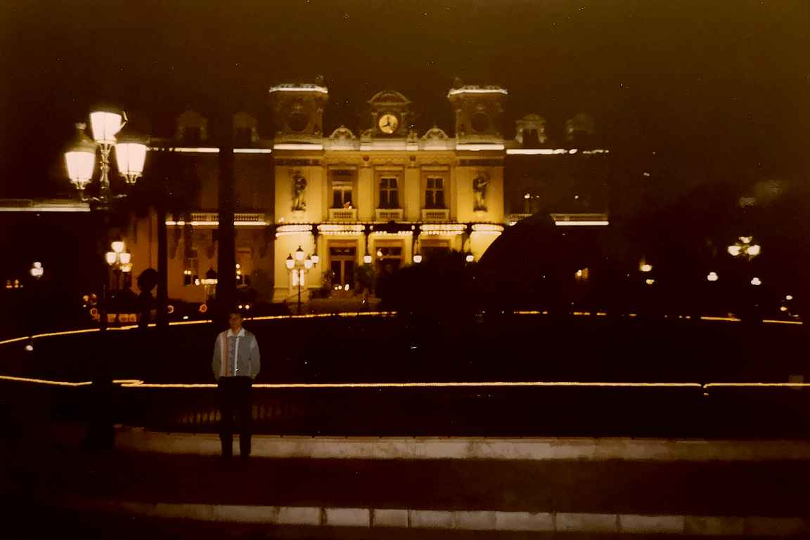 Monte Carlon kuuluisan kasinon edessä vuonna 1991.