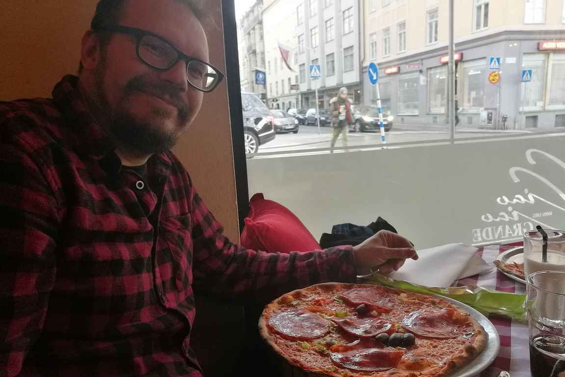 Tukholmassa Stureplanilla pizzalla joulukuussa 2018.