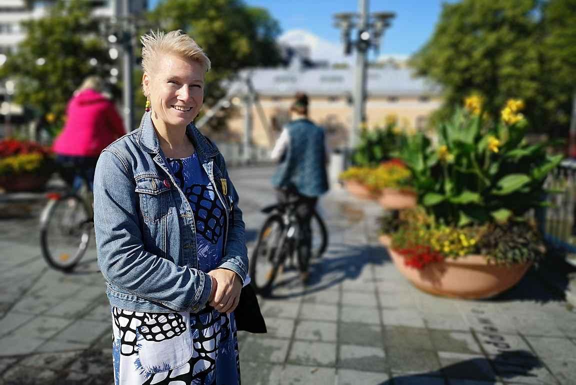 Turku Movie Walkin asiantunteva ja aurinkoinen opas teki retkestä viihtyisän.