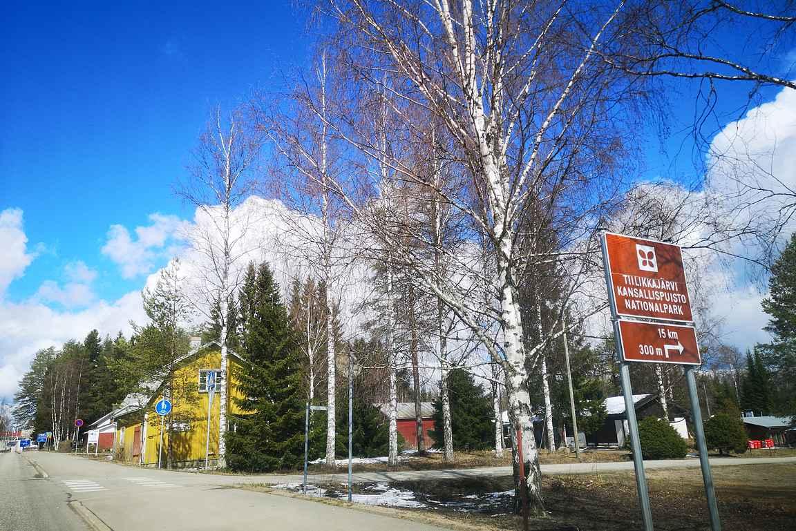 Rautavaaran keskustasta on 15 kilometriä Tiilikkajärven kansallispuiston eteläiselle parkkipaikalle.