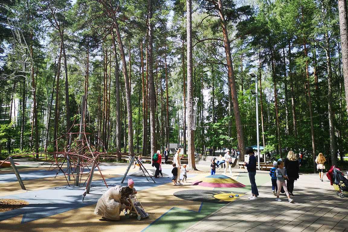Dzintaru mežaparks on yksi hienoimmista lasten leikkipaikoista mitä eläessäni olen nähnyt!