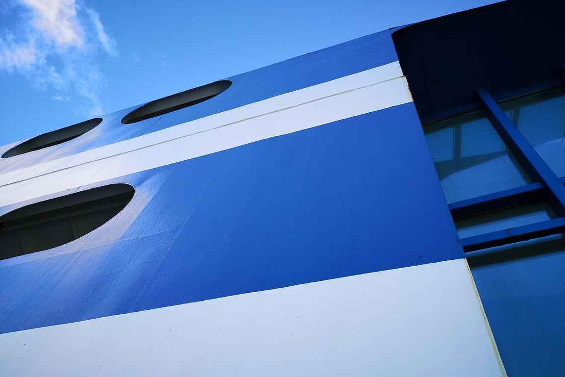 Silja Serenade risteilee sinivalkoisin värein joka toinen päivä Riikaan kesällä 2020.