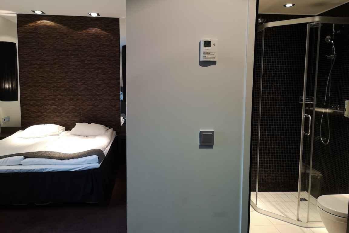 Tallink Hotel Rigan huoneet oli sisustettu pelkistetyn tyylikkäästi.