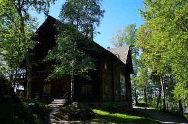 Halosenniemi oli Pekka Halosen perheen taiteilijakoti Tuusulajärven paraatipaikalla.