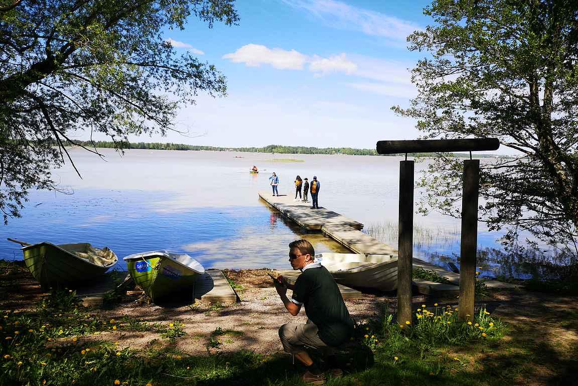 Tuusulajärven rantamaisemissa paikallisoppaana oli Lähtöportti -blogin Mika.