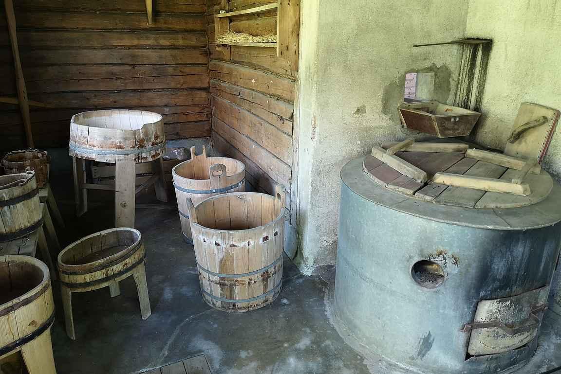 Ainolan saunarakennuksessa olisi puitteet kunnon löylyille. Sisu, sauna ja Sibelius.