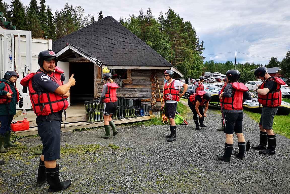 Kapteenit tekivät päätöksen, että kukaan ei käytä sadepukuja.