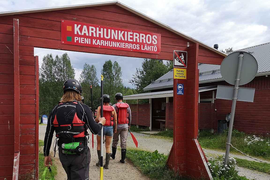 12 kilometrin Pienen Karhunkierroksen sijaan kävelyä kumiveneille on 200 metriä.