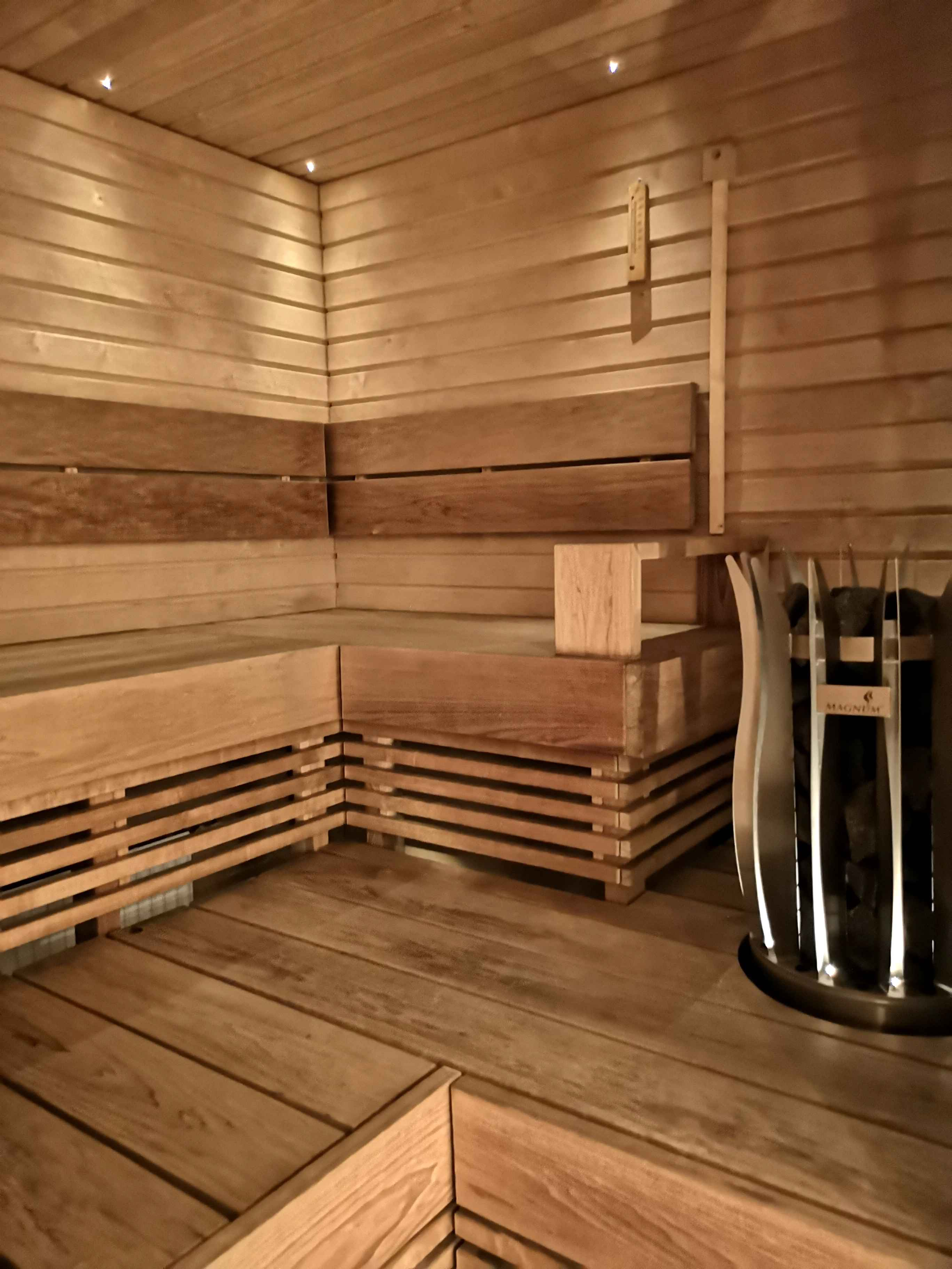 Varsin viihtyisä sauna oli päivittäin kovassa käytössä.