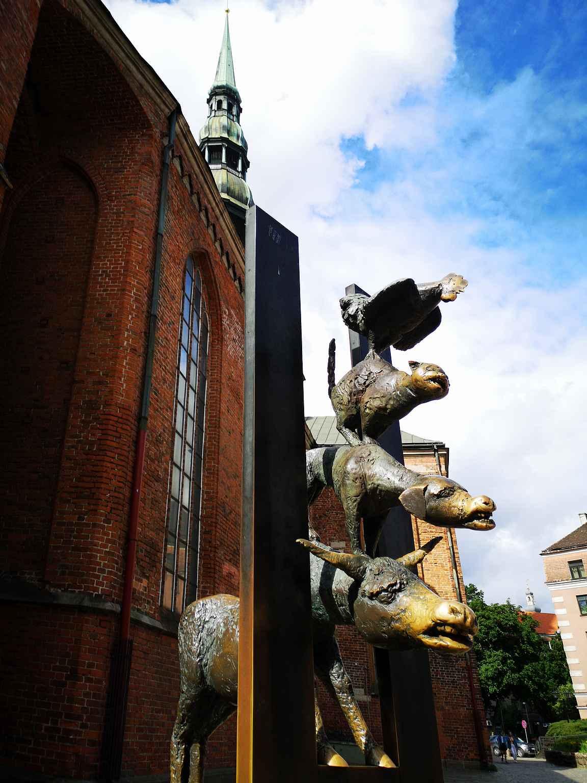 Bremeniläisten soittajien eläinpatsaiden nenät ovat kuluneet kosketuksista.