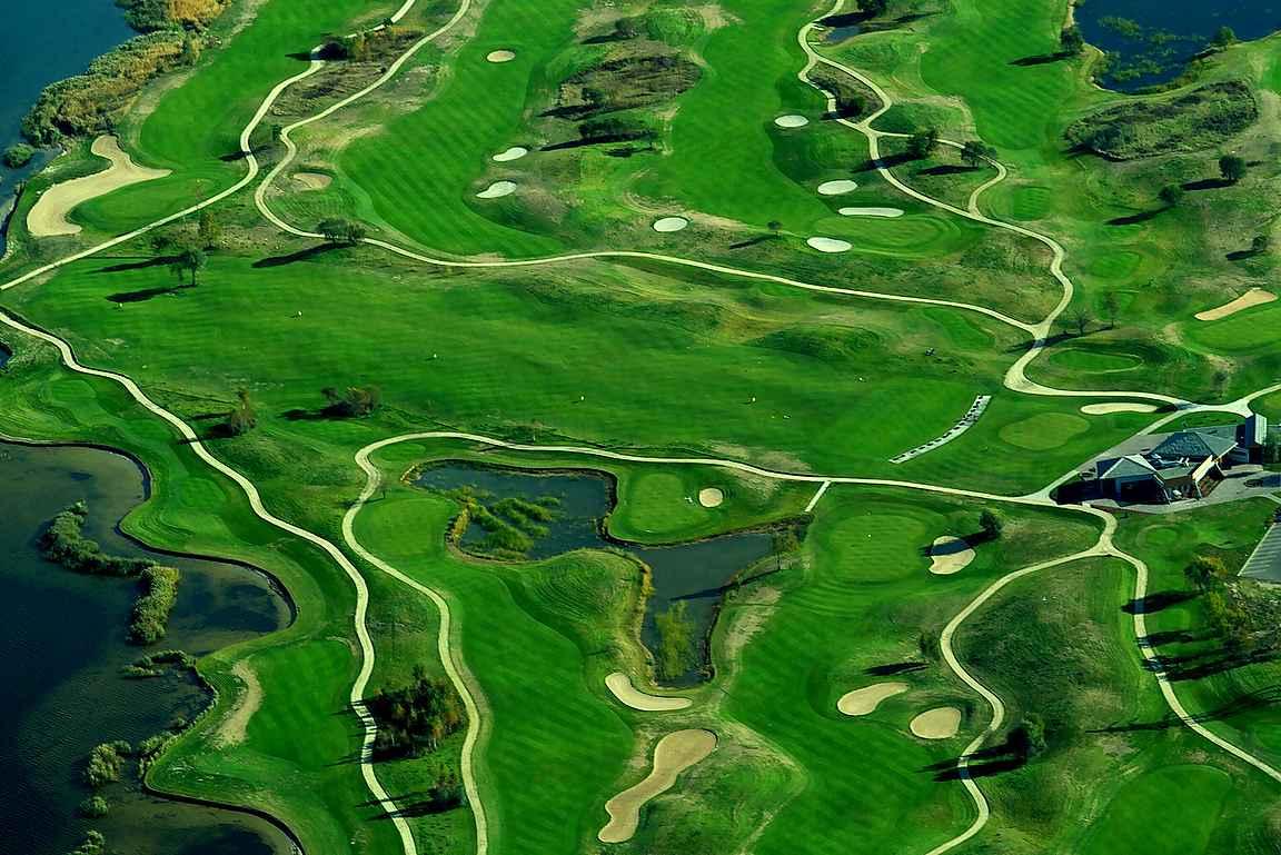 Ozo golf on Baltian upein golfkenttä.