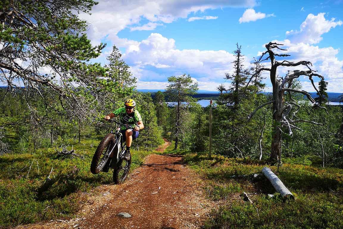 Maastopyöräily Kuusamossa eFatbikella ajellessa nuortui parikymmentä vuotta heittämällä :-D