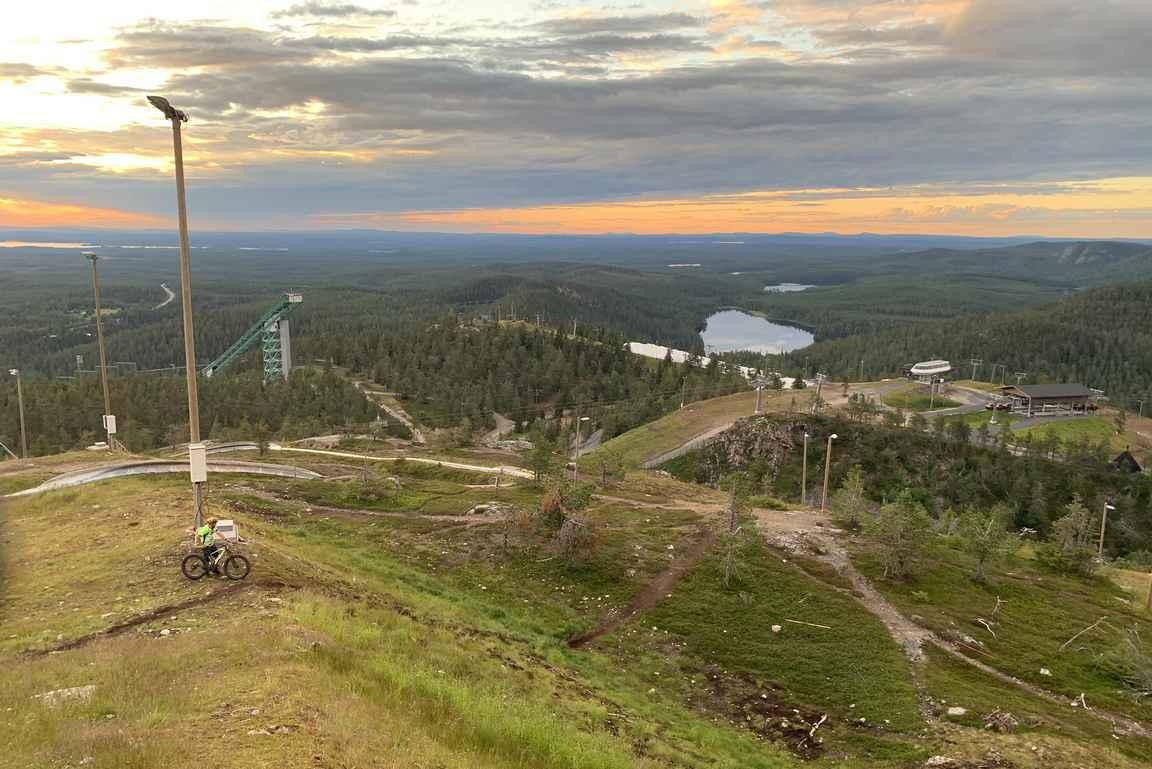 Ruka-Kuusamo on monipuolinen aktiivilomakohde, jossa kesällä voi harrastaa ympäri vuorokauden.