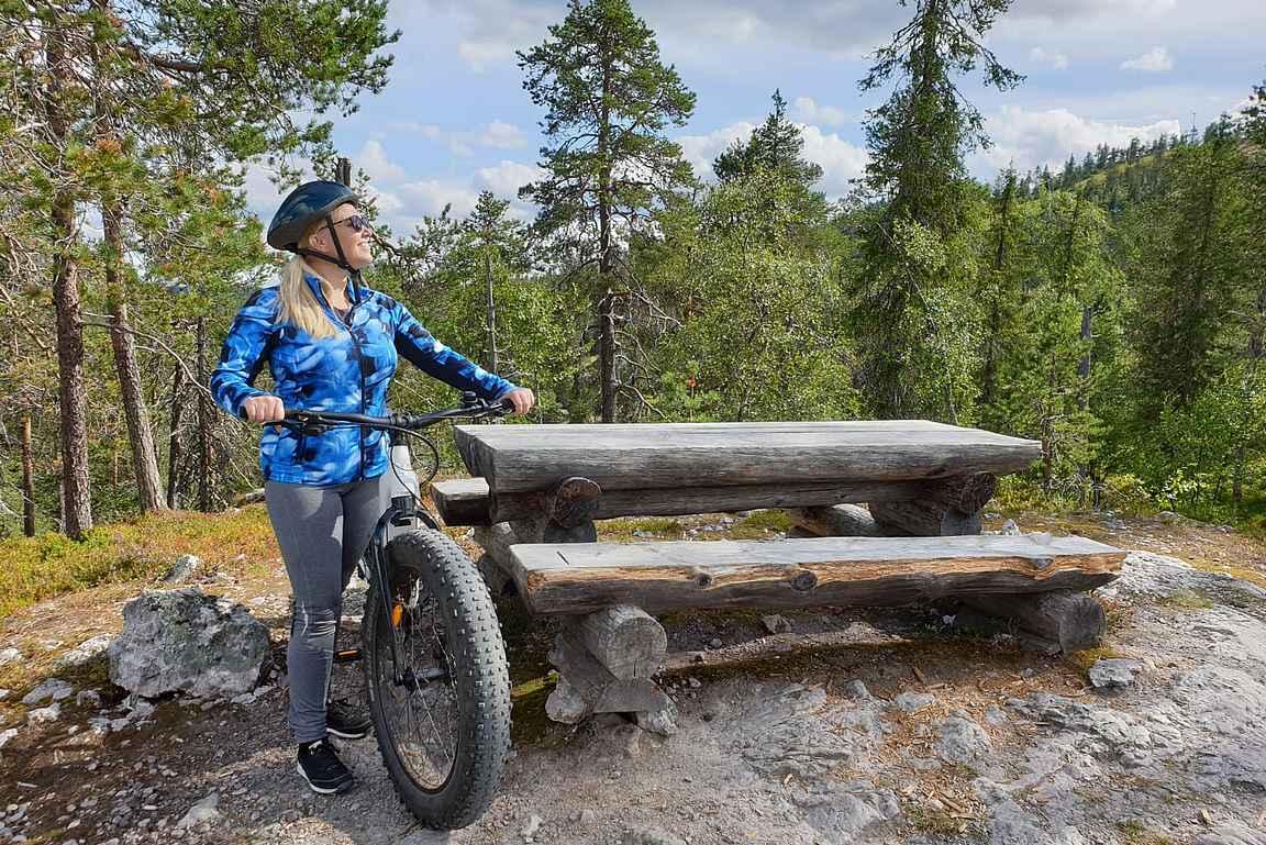 Pyöriä varatessa kysytään myös pituudet, että jokaiselle tulee sopivankokoiset pyörät ajettavaksi.