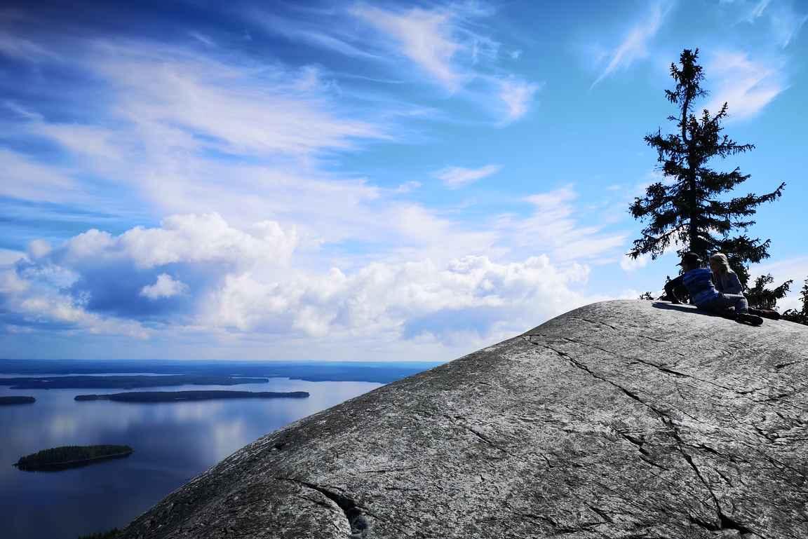 ... mutta huipulle lähestyessä maisemat ovat sitäkin kauniimmat.