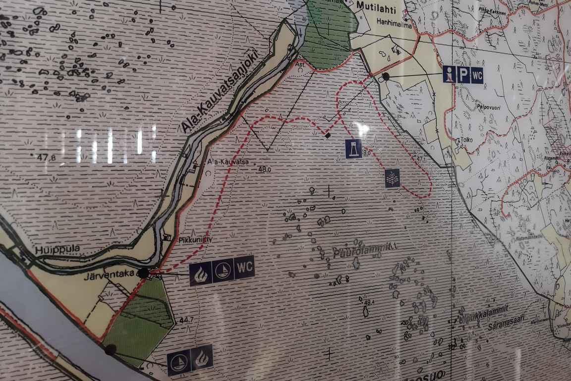 Turvesuulin vanhassa taulussa näkyy Alakauvatsanjoen laiturille näkyvä reitti kansallispuiston alueella.