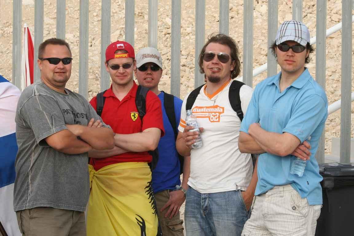 Sponen ja Basson kanssa Bahrainissa.