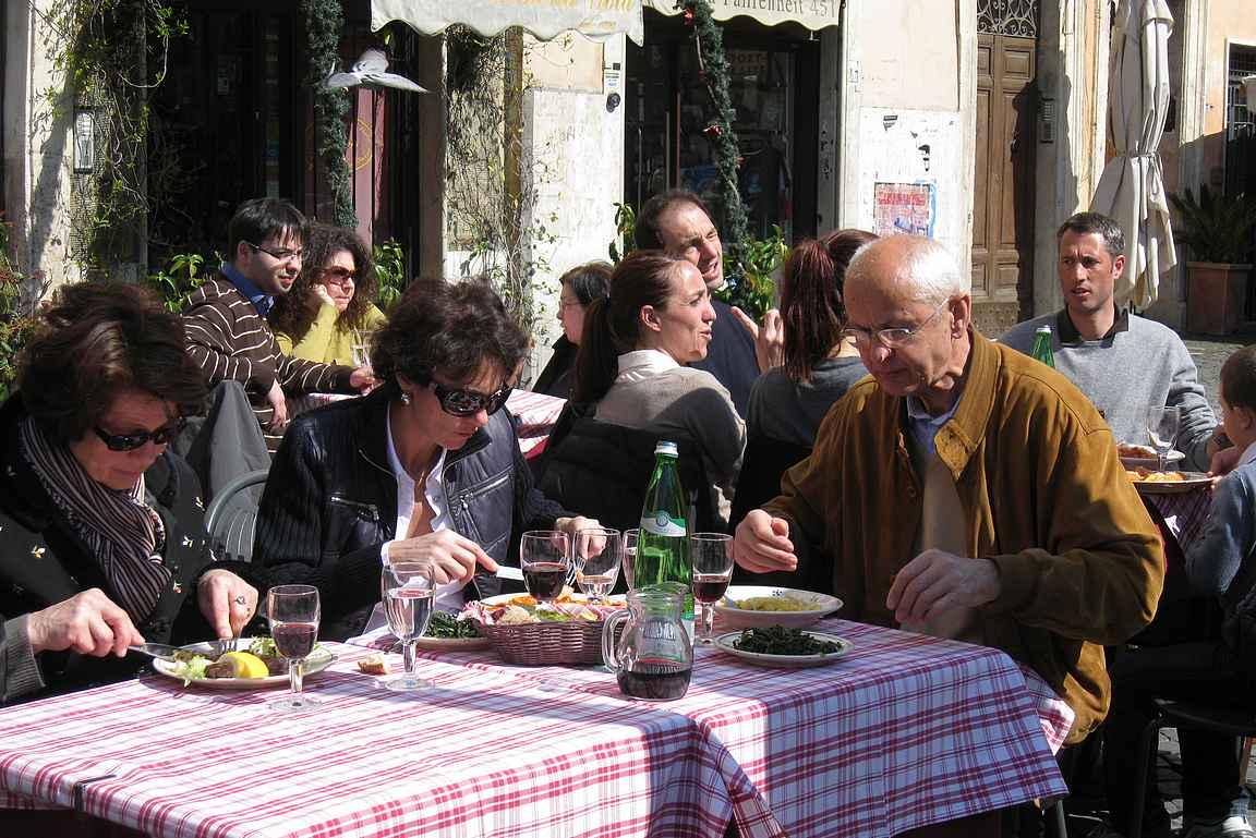 Roomassa kannattaa tutkia hyvät ruokapaikat etukäteen.