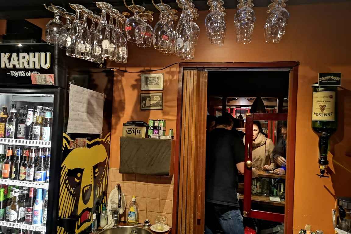 Pikku Havanna on jo tilojen puolesta omanlaisena nähtävyys Turun baarimaailmassa.