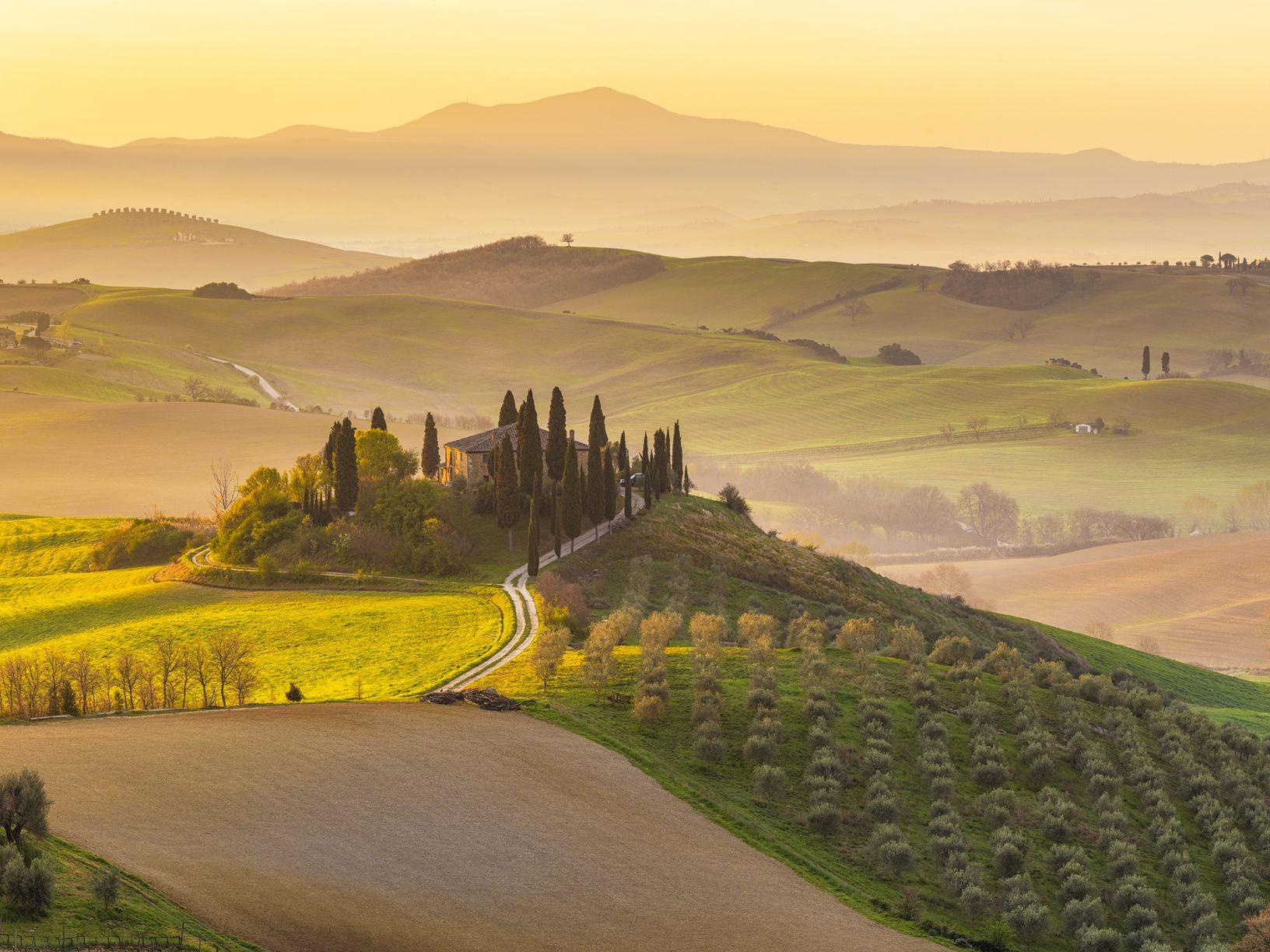 Museona toimivaan Podere Belvederen maatilaan ei voi olla törmäämättä Toscanasta kertovissa matkakirjoissa ja -jutuissa.