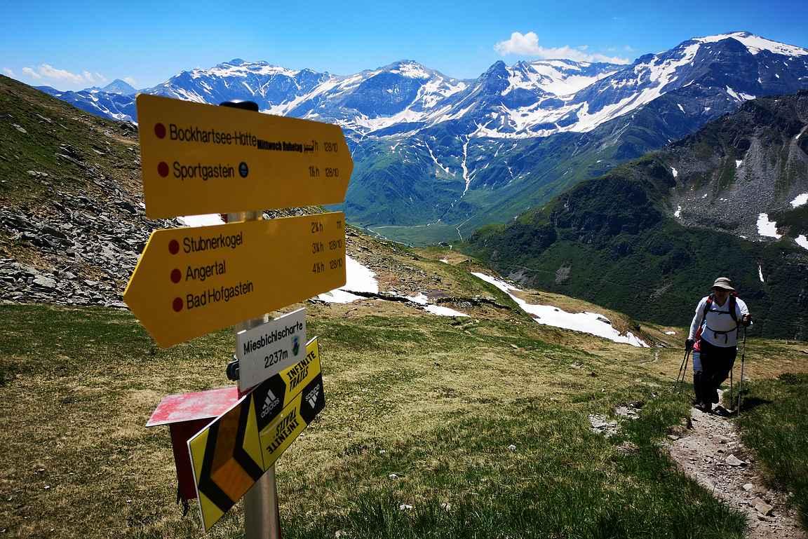 Miesbichlscharte - Alpeilla hyvin erottuu, kumpi puoli on auringossa ja kumpi varjossa.