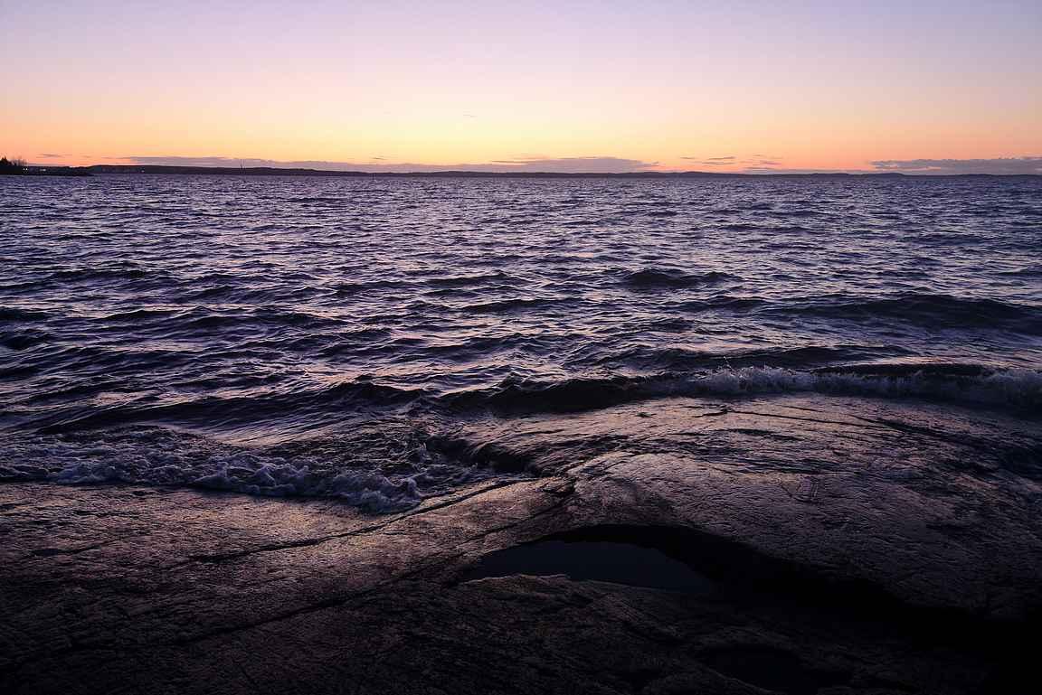 Kaupin ulkoilureiteillä pääsee ihailemaan myös Näsijärven rantoja.