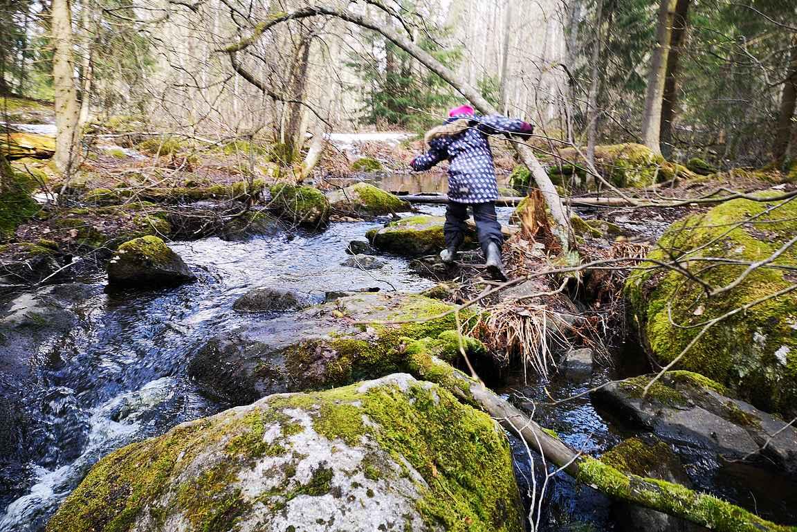Pärrinkoski on lapsille mieluisa seikkailupaikka.
