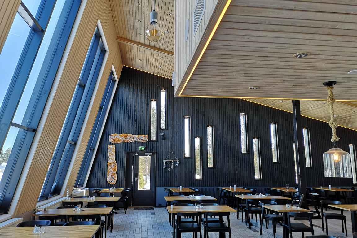 Ravintola Arctic Eye skandinaavisine sisustuksineen.