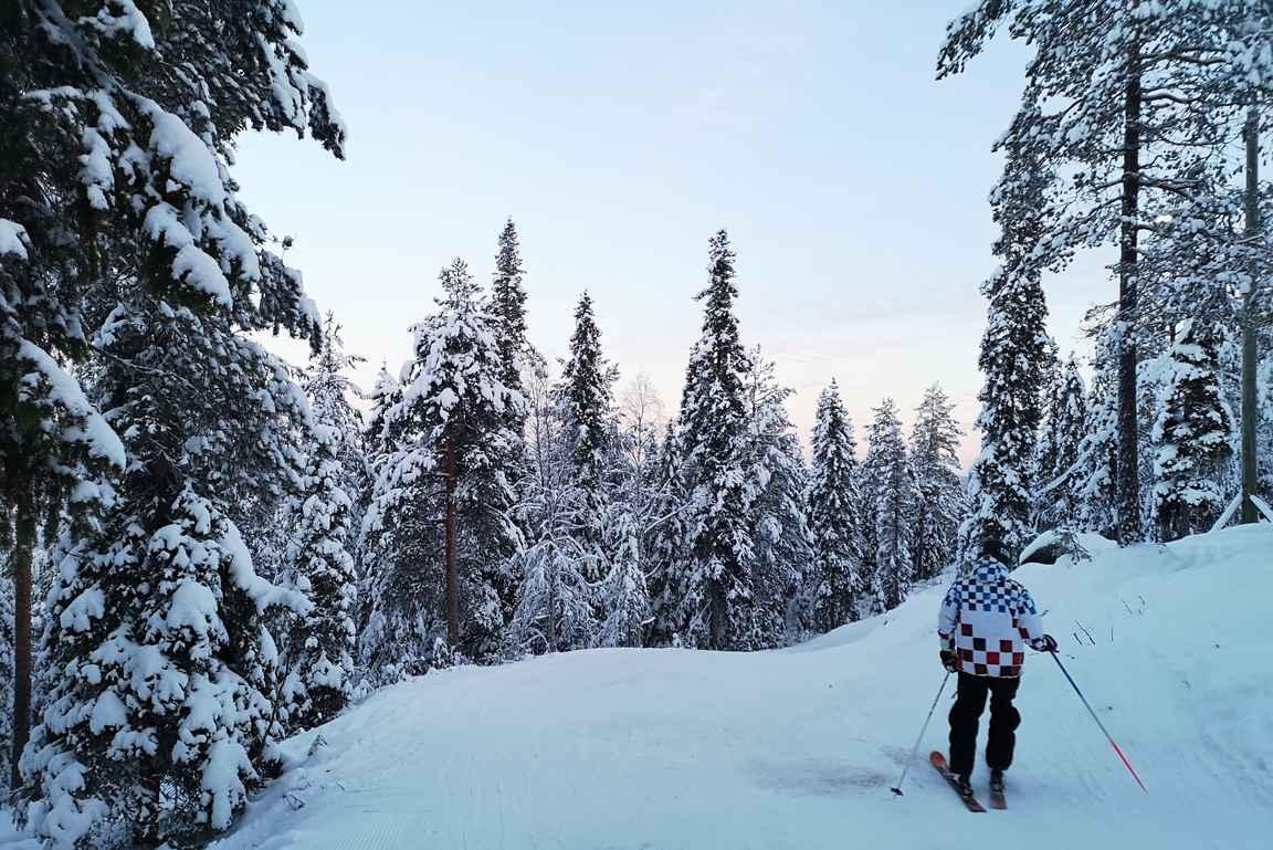 Sydäntalvella rinne nro 6 eli Easy East tarjoilee silmäniloa lumisella metsäreitillä.