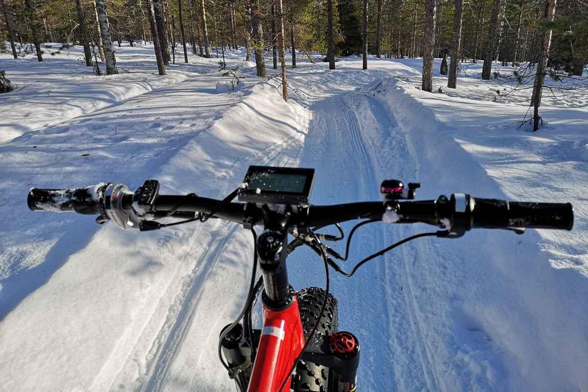 Maastopyöräily Ounasvaaran pyöräilyreiteillä on huikeaa puuhaa.